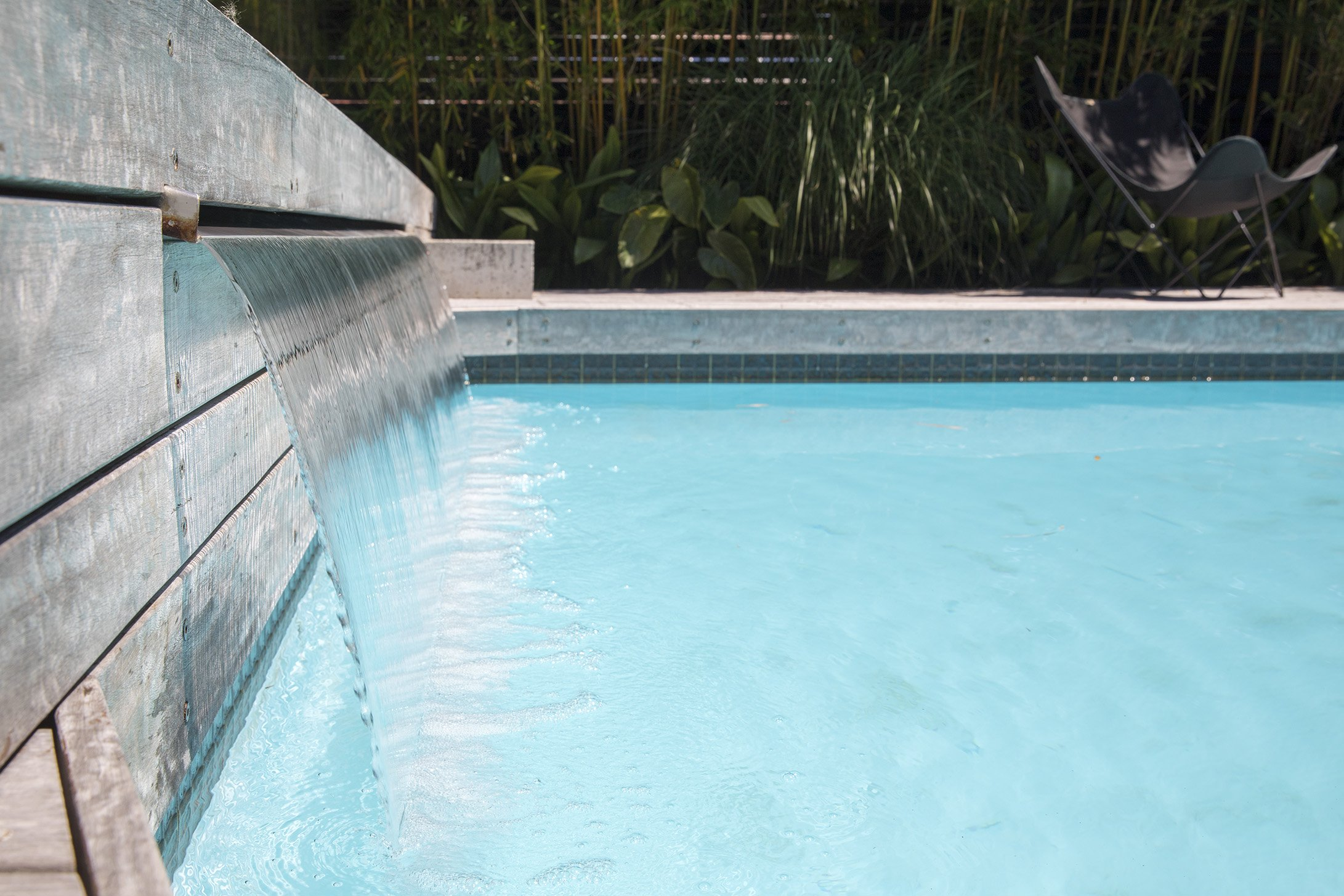 Water fountain coming out of above ground pool design